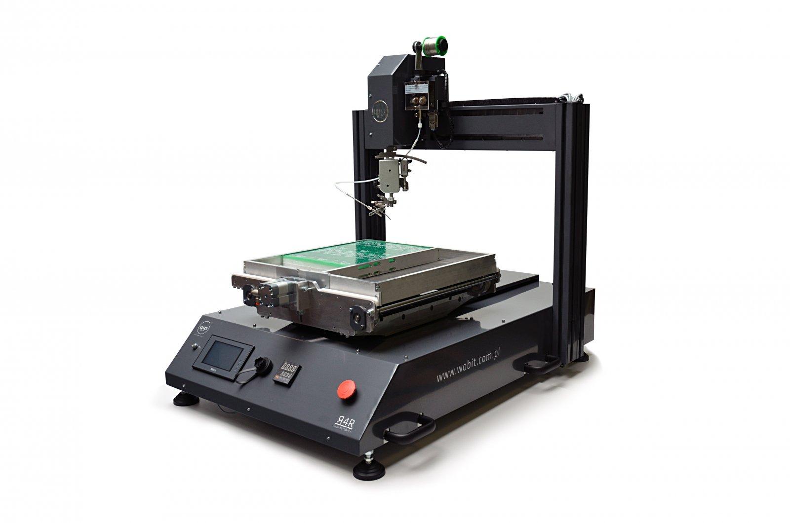 Zautomatyzowany montaż elementów przewlekanych